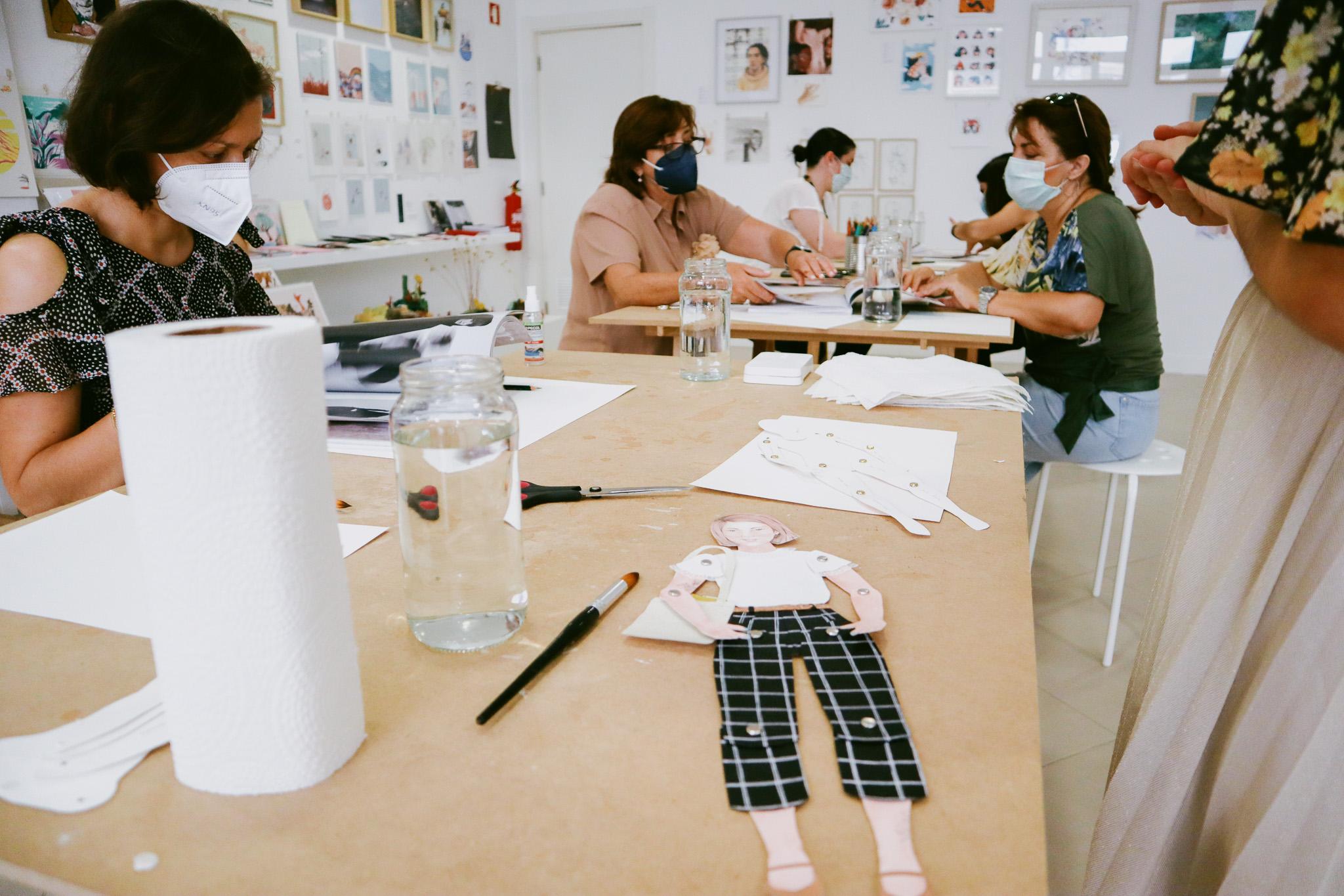Oficina de Ilustração: Bonecas de Papel Articuladas